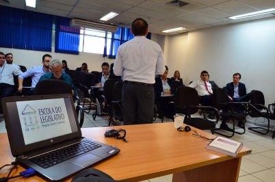 Procuradoria da ALMT promove curso sobre lei das parcerias