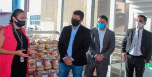 APRALE doa 100 cestas básicas com recursos próprios para ação social
